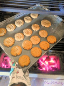 Cookies baking in a Cookswell Oven