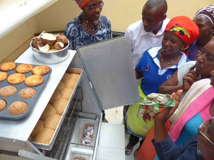 Amari Group training in Kitui funded by ICRISAT. Charcoal Oven and Image courtesy of Cookswell
