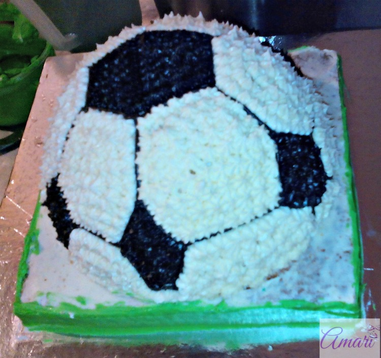 green-base-work_amari-soccer-ball-cake-tutorial