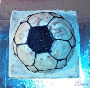 line-fill-in_amari-soccer-ball-cake-tutorial