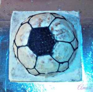 line-fill-in_amari-soccer-ball-cake-tutorial
