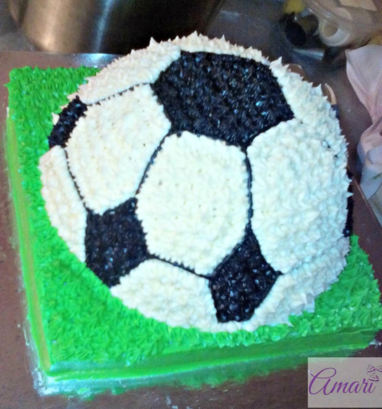 side-view_amari-soccer-ball-cake-tutorial
