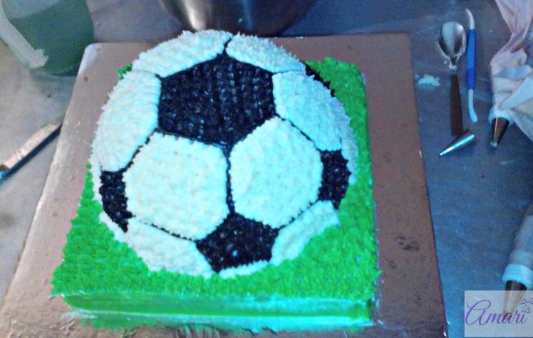 soccer-ball-cake-fin_amari-soccer-ball-cake-tutorial