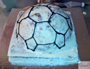 soccer-ball-lines-drawn_amari-soccer-ball-cake-tutorial