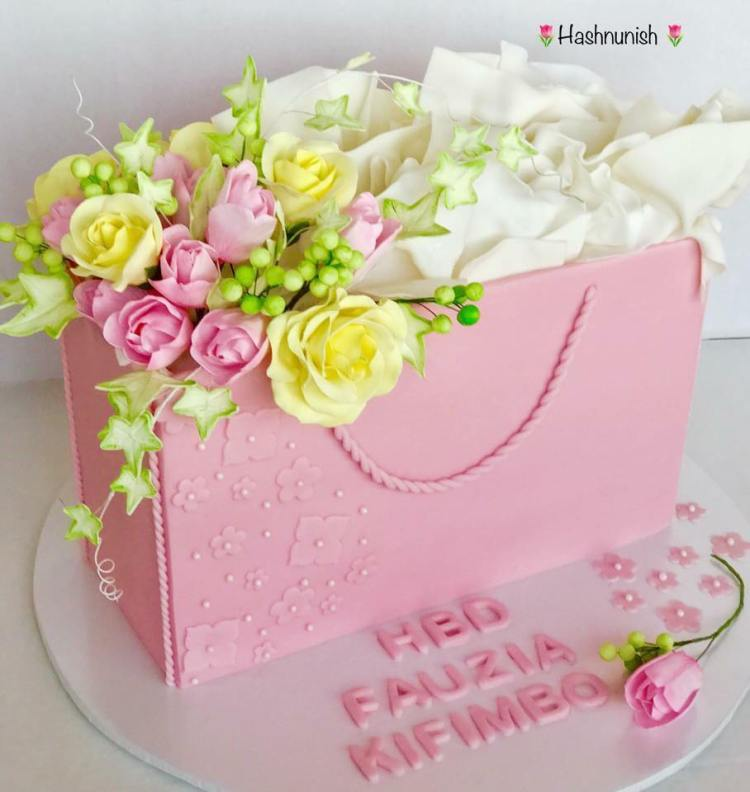 Pink Purse by Hashnunish of Custom Cakes by Hash