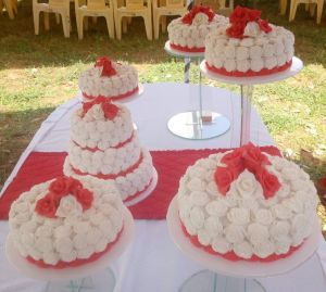 Roses Wedding Cake by Cate - Mos Bakes and Pastries