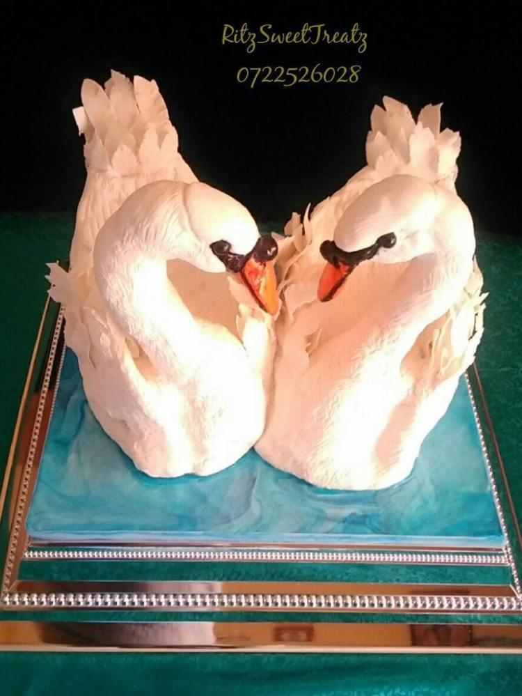 Swan Cake by Rita of Ritz Sweet Treatz